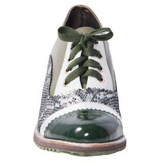 Must have! 💚 #oxford #shoelover #shoesaddict #shoes #fashionistas #outfitideas #outfitoftheday #ootd #streetstyle #streetwear #streetart #photograph #artwork #leatherwork #handmade #nyc #vintage #vintagestyle #miami #vintagefashion #green #silver