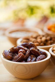 10 Ways to Use Dates instead of Processed Sugar, Zero Calorie Sweeteners! 10 Ways to Use Dates instead of Processed Sugar, Zero Calorie Sweeteners!Artificial and zero calorie sweeteners have proven to be dangerous Clean Eating Recipes, Raw Food Recipes, Healthy Recipes, Healthy Sweets, Healthy Snacks, Healthier Desserts, Vegan Snacks, Eat Healthy, Date Recipes