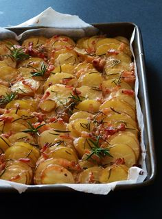 Candy's: cheese, bacon and new potatoes Side Dish Recipes, Veggie Recipes, Appetizer Recipes, Cooking Recipes, Healthy Recipes, Hungarian Cuisine, Hungarian Recipes, Good Food, Yummy Food