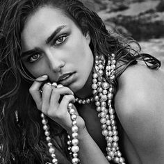 David Yurman's South Sea pearls bear the designer's signature. Look closely and you'll see beads of gold sculpted in the iconic Cable motif. Jewelry Photography, Portrait Photography, Beauty Shots, South Sea Pearls, Look Chic, Classy Women, David Yurman, White Fashion, Beautiful People
