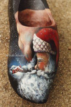 Santa Wooden Shoe~~ Vicki Allwardt Design http://folkhearts.com