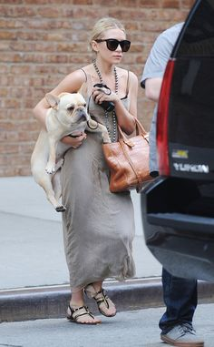Ashley Olsen Photos - Tuesday June Olsen carries her French Bulldog to a waiting Yukon outside of a hotel in New York City. The fashion designer sports a long brown dress and designer leather bag. - Ashley Olsen in NYC Ashley Olsen Style, Olsen Twins Style, Mary Kate Ashley, Mary Kate Olsen, Looks Style, Street Style Looks, My Style, Olsen Fashion, Olsen Sister