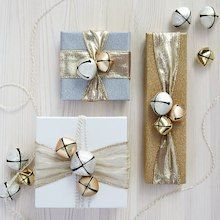 Make this gold merry mini gift wrap project it is a cute way to personalize Christmas gifts. Elegant Gift Wrapping, Creative Gift Wrapping, Wrapping Ideas, Craft Gifts, Diy Gifts, Handmade Gifts, Christmas Gift Wrapping, Diy Christmas Gifts, Gift Wrapping Techniques