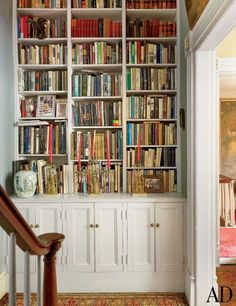 I love a bookcase anywhere! A bookcase was built into the stair hall outside the study of an antique-filled New York townhouse. New York Townhouse, Built In Bookcase, Bookcases, Custom Bookshelves, Bookshelf Design, Library Inspiration, Under Stairs Cupboard, Home Libraries, Architectural Digest