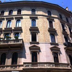 Palazzi milanesi 2 #vivomilano #milano #igersmilano #lecosechepiaccionoame #love #palazzo #architecture #igersitalia #igmilano #milanodavedere by sarettacall