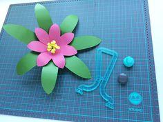 American Crafts We R Memory Keepers Template Studio Flower Template