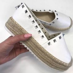 Classic Clothing Designs Are Always In Style – Designer Fashion Tips Espadrilles, Espadrille Shoes, Boho Shoes, Latest Fashion Trends, Fashion Tips, Classic Outfits, Refashion, Shoe Boots, Trendy Sandals