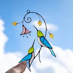 Stained glass hummingbirds with flower suncatcher for window decoration – Glass Art Stories Custom Stained Glass, Stained Glass Birds, Stained Glass Suncatchers, Stained Glass Windows, Glass Painting Patterns, Art Story, Window Hanging, Blue Bird, Glass Art