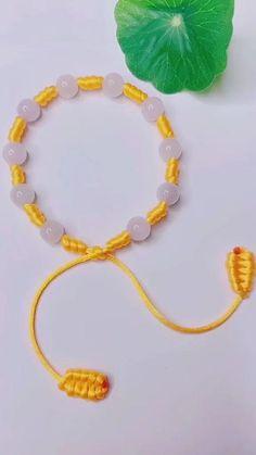 Diy Friendship Bracelets Tutorial, Diy Bracelets Easy, Bracelet Tutorial, Friendship Bracelet Patterns, Handmade Bracelets, Fabric Jewelry, Beaded Jewelry, Beaded Bracelets, Diy Bracelets Patterns