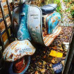 Lambretta Eibar li150 #lambretta #eibar #series2 #ratbretta #li150series2 #patina Lambretta Scooter, Mopeds, Scooters, Hunter Boots, Rubber Rain Boots, Wheels, Bike, Cars, Vintage