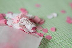 Que no falte el confeti en la salida de los novios #inspiración #bodas