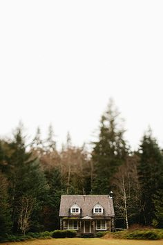 Portrait Photo idea of the front of Delview Pacific Northwest | Taylor Mccutchan