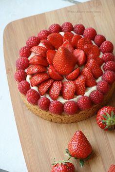 Dimanche prochain c'est la fête des mères. J'ai pensé à ce gâteau délicieux. Avec le mois de mai les premières fraises dignes de ce nom arrivent sur les marchés. C'était donc l'occasion pour moi de faire l'une des tartes réalisée à l'occasion de mon premier...