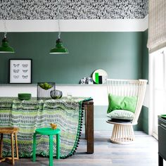 Modern dining room pictures and photos for your next decorating project. Find inspiration from of beautiful living room images Style At Home, Emerald Green Rooms, Emerald Color, Tribal Room, Green Dining Room, Piece A Vivre, Room Pictures, Ideal Home, Home Fashion