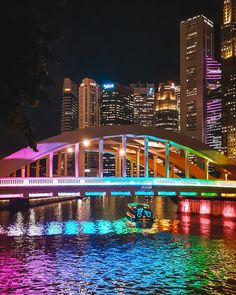 Cool Things to Do in Singapore. Singapore is one of the most beautiful cities in the world with its mix of Asian and European culture. Singapore Travel Outfit, Singapore Travel Tips, Singapore Photos, Asia Travel, Italy Travel, Croatia Travel, Hawaii Travel, Holiday Destinations, Travel Destinations