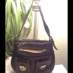 Marc Jacobs leather handbag FLASH SALE Oh boy don't like to see this one go. This Marc J. Is all leather with many compartments. Needs 1 pull tab. Marc Jacob handbags are head turners. Marc Jacobs Bags