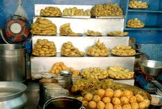 Famous Street Food Spots In Delhi: Part 1 - Street Foods are lifeline of city like Delhi. You can find a huge number of street food outlets, restaurants, khomchas, thelas and much more. When you walk down the aisles of Delhi, you cannot ignore the aroma of the local dishes especially in evening time. You can easily find the cultural mash up of dishes here in Delhi as there is no famine of varieties.