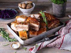 Klassisk ribbe med sprø svor   Oppskrift   Meny.no Camembert Cheese, Tapas, French Toast, Dairy, Favorite Recipes, Snacks, Dinner, Breakfast, Christmas