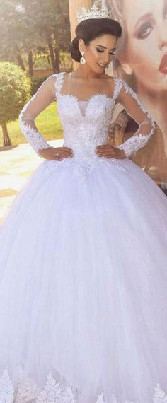 Exquisite Tulle Scoop Neckline Ball Gown Wedding Dress With Lace Appliques & Beadings
