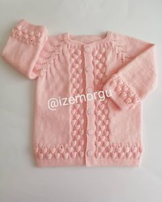 Cardigan Bebe, Knitted Baby Cardigan, Knitted Baby Clothes, Baby Hats Knitting, Easy Knitting, Baby Sweater Patterns, Baby Knitting Patterns, Knitting Designs, Baby Sweaters
