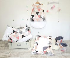 Pink, nude, gray and black triangles for the bedroom of a princess. Junior Bed, Girls Bedroom, Bedroom Black, Pink Grey, Room Decor, Kids Rugs, Throw Pillows, Children, Instagram Posts