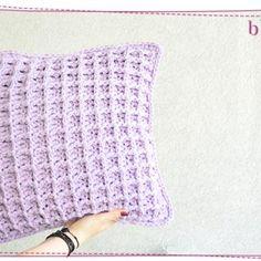 Jak zrobić czapkę na szydełku? Łatwa czapka dla początkujących ⋆ Pasart Blog Fingerless Gloves, Arm Warmers, Aga, Crochet, Robot, Tulips, Fingerless Mitts, Ganchillo, Fingerless Mittens