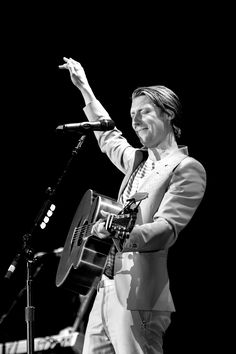 Eric Hutchinson - opening for Kelly Clarkson, Denver
