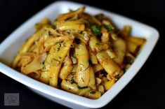 Pastai scazute cu usturoi - CAIETUL CU RETETE Dinner Dishes, Side Dishes, Green Bean Recipes, Romanian Food, Vegan Dinners, Vegetable Dishes, Pasta Salad, Green Beans, Food And Drink