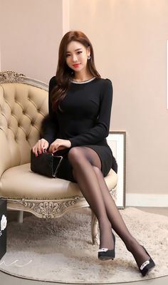 Pantyhose Outfits, Pantyhose Legs, Tights Outfit, Perfect Legs, Nice Legs, Beautiful Asian Women, Beautiful Legs, Korean Beauty, Asian Beauty