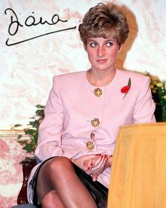 Princess Diana, pale powder pink jacket big sunflower gold buttons. Princess Diana wore this October Canada 1991 also ..see the Getty images photos. Also worn Stockton on Tees September 1st 1992.. So with the poppy, this is a third wearing.