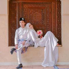 Timeless wedding photography snap-shots - acquire charming recommendations from the photo shoots. Muslim Wedding Photos, Muslim Wedding Dresses, Muslim Brides, Muslim Couples, Malay Wedding Dress, Kebaya Wedding, Muslimah Wedding Dress, Muslim Couple Photography, Wedding Photography Styles