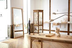 Savvy Studio ha sido el encargado del diseño y mobiliario de la tienda-taller de ANDRESGALLARDO en Madrid, todo ello pensado para dar protagonismo a las piezas que conforman sus colecciones de joyería y acompañarlas en su constante evolución.
