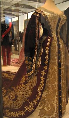 How long has it been since I posted Russian Court dress porn? Too long! The best part of this one is the embroidery. If this belonged to a lady from one of the wealthier families, it was likely done in real gold thread.