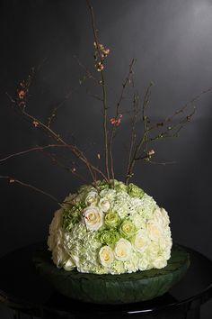 Hemisphere with roses and carnations - finished with a blossom branch - 01057 | Lorashen