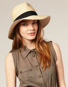 New Stylish Hats for Women Trends 2012 Pictures