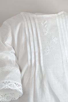 ⭐ Christening Gowns for Girls & Boys in Highest Quality at Best Prices White Christening Dress, Christening Gowns For Girls, Baptism Gown, Baby Girl Dresses, Baby Boy Outfits, Baby Dress, Baby Blessing Dress, Heirloom Sewing, Kind Mode