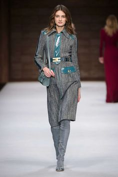 Elisabetta Franchi Milano - Spring Summer 2018 Ready-To-Wear - Shows - Vogue. Couture Mode, Couture Fashion, Runway Fashion, Fashion Models, Fashion Brands, Milan Fashion, Street Fashion, Fashion 2018, Fashion Week