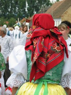 a typical scarf from region Slovácko/Morava CZ/ czechrepublic morava Folk Costume, Costumes, Mother Family, Czech Recipes, Folk Clothing, Beautiful Patterns, Czech Republic, Folklore, Ukraine