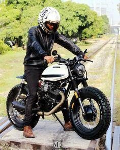 Let's get lost by . Suzuki Motos, Honda Scrambler, Cafe Racer Honda, Cafe Racer Bikes, Scrambler Motorcycle, Concept Motorcycles, Vintage Motorcycles, Custom Motorcycles, Honda Cb250