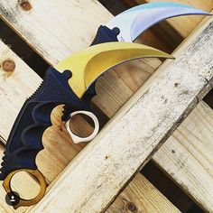 Gold or Silver? Who loves these #csgo #Karambit #knives ? Make sure to tag a friend below who might want one. Available at www.megaknife.com