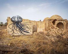 Vanuit dertig verschillende landen komen 150 straatkunstenaars naar een dorpje in Tunesië om de straten te versieren met de mooiste kunstwerken.