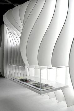 Placas de madera lacadas de color blanco.