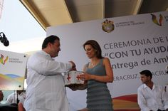 El gobernador, junto con su esposa, Karime Macías de Duarte, realizaron su aportación personal a la colecta de esta institución.