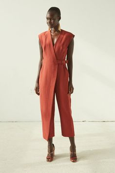So, if you ready let's have a look at these stylish jumpsuits for women. Fashion 2020, Look Fashion, Fashion Design, Fashion Details, Fashion Women, Chic Outfits, Fashion Outfits, Work Outfits, Work Dresses
