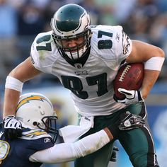 2013 Week football returns to Lincoln Financial Field on Coming for you, Philadelphia Eagles Players, Philadelphia Sports, Go Eagles, Fly Eagles Fly, Football Team, Football Helmets, Brent Celek, Clothes For Big Men, Beast Of The East