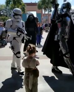 Cursed Images Discover Little Rey - Star Wars SO CUTE! The meeting at the end is adorable! Little Rey keeping the galaxy safe from the Sith the Empire and the First Order! Rey Star Wars, Star Wars Meme, Star Trek, Funny Star Wars, Star Wars Quotes, Star Wars Kylo Ren, Arte Disney, Disney Nerd, Disney Star Wars