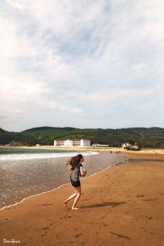 Girl in the beach of Plentzia and Gorliz by Donibane