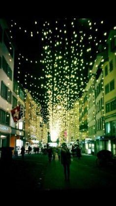 Weihnachtsbeleuchtung beim Zürcher Rennweg Ferienwohnung oder Ferienzimmer zu vermieten in Zürich! >> http://www.imsonnenbuehl.com .