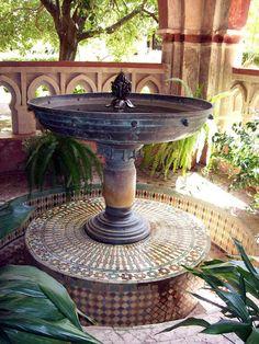 La hermosa fuentecita en un rincón del Claustro Mudéjar.