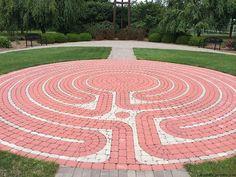 Round Pavers Concrete Laying Small Gardens Backyard Labyrinths